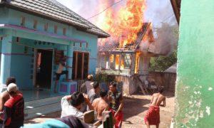 Kepanikan warga saat kebakaran terjadi