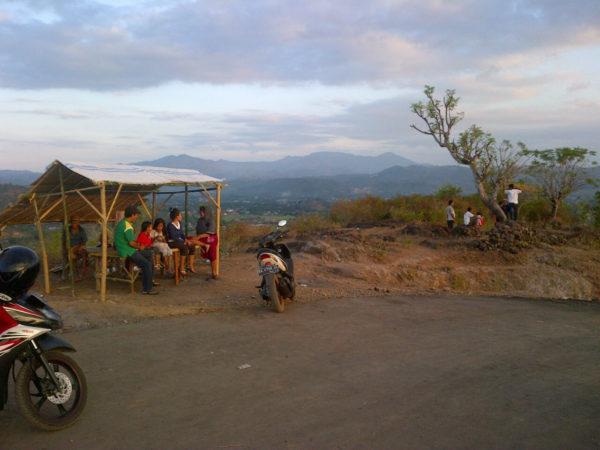 Lapak penjual di bukit Jatiwangi.