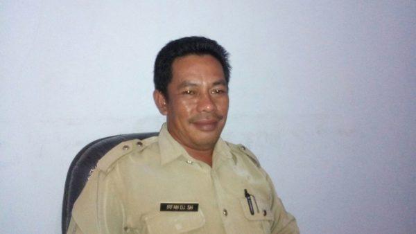 Sekretaris Camat Woha, Irfan DJ, SH
