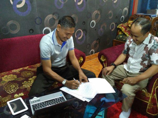 CEO Bimeks Group, Ir. Khairudin M. Ali, M.AP, menandatangani kesepakatan kerjasama (MoU).