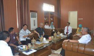 dokhumaspro: Pimpinan PT Bank NTB saat bertemu Wawali, Rabu siang.
