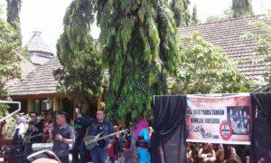 OYAN: La Hila Band saat konser di SMAN 1 Madapangga, Jumat.