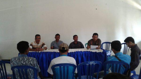 Suasana audiensi di aula kantor Camat Bolo terkait revitalisasi pasar Sila.