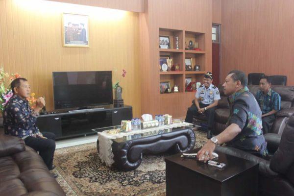 Kepala Divisi Keimigrasian Kementerian Hukum dan HAM Kantor Wilayah NTB, M Natsir, SH, MHum, saat bertemu Wali Kota Bima, Kamis.