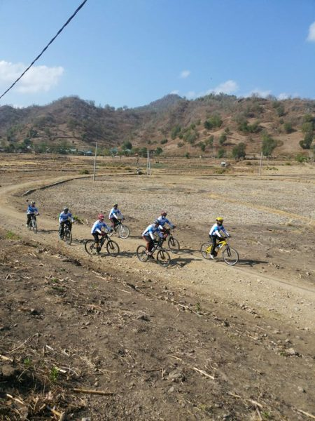 Anggota KBC saat melintasi Risa-Pandai