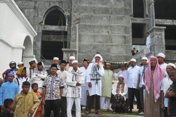 Peserta aksi saat berkumpul di Masjid AL Muwahidin Bima.