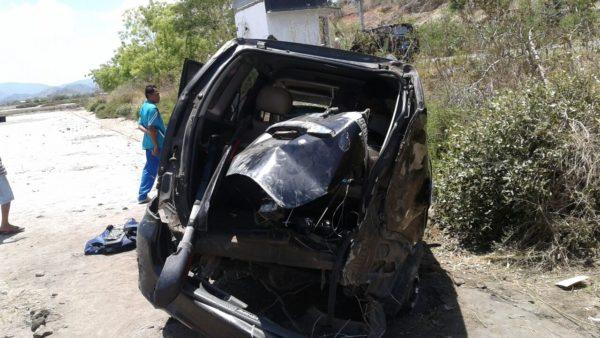 Konndisi Avanza yang mengalami kecelakaan di Tambak Desa Pandai kecamatan Woha,